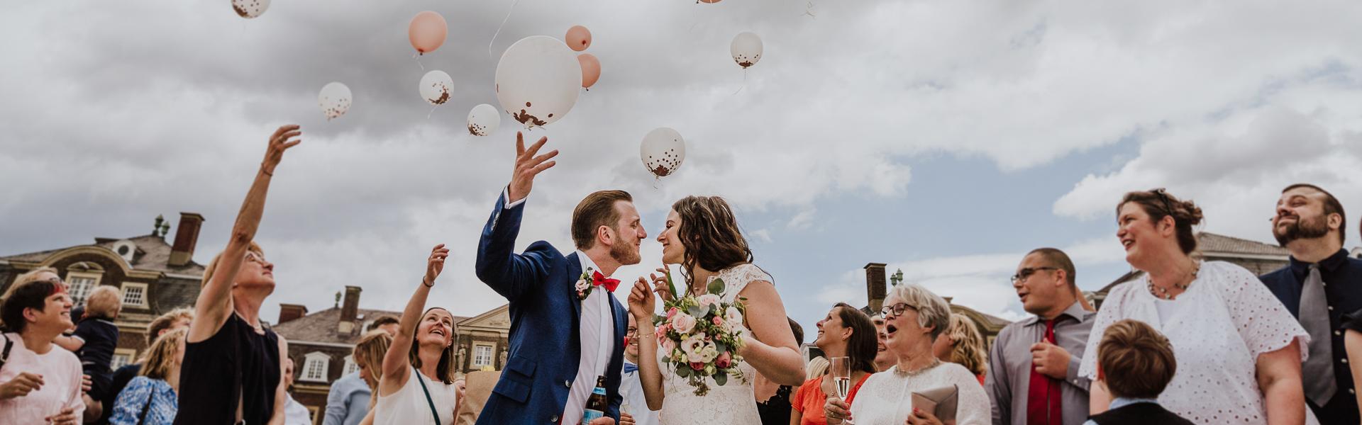Hochzeitfoto Brautpaar Familienfoto in Farbe Standesamt Nordkiren Münsterland
